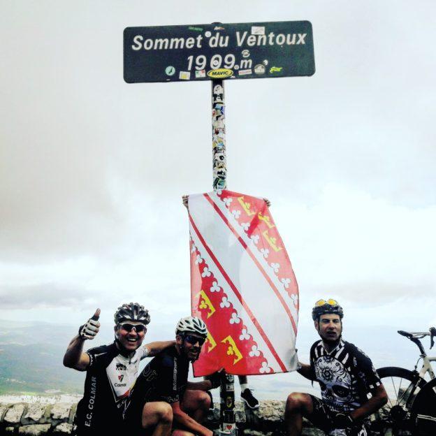 Le maillot de l'ECC au sommet du Mont-Ventoux