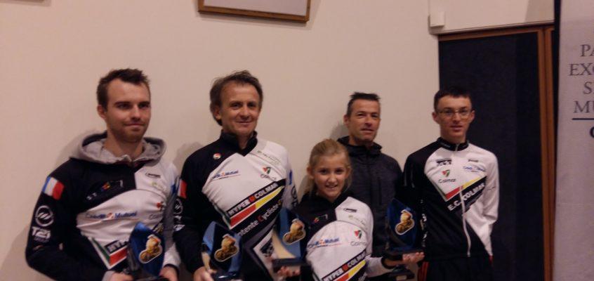L'heure des récompenses pour les coureurs de l'Entente Cycliste Colmar.